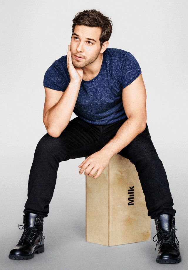 "Pitch Perfect 2's Skylar Astin Loves ""The Bachelor"""