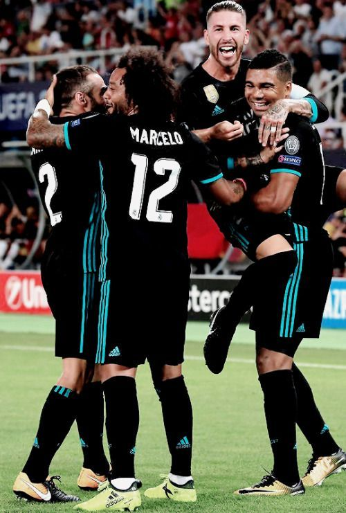 REAL MADRID PLAYERS CELEBRATING AFTER SCORING