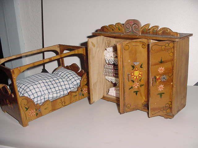 Marvelous Puppenstuben Kleiderschrank W scheschrank Puppenbett hnlich Bauernmalerei eBay