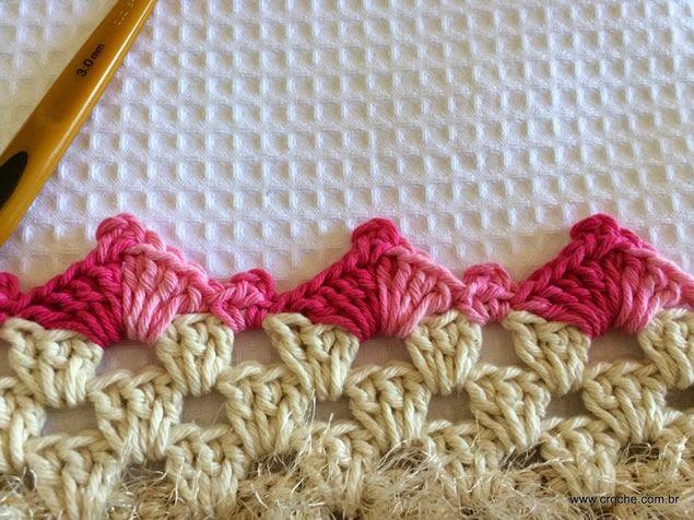 Aprenda a fazer 3 modelos lindos de bicos de crochê, todos passo a passo em vídeo. Deixe as suas toalhas, panos de prato ou outra peça com acabamento impecável.