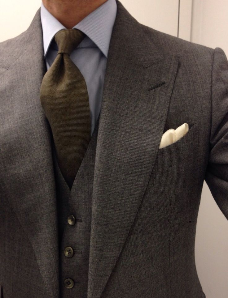 Gentlemen:  #Gentlemen's #fashion ~ Tom Ford 3 piece suit; Finamore shirt; Zegna cotton tie; Vanda ivory jacquard square; Creed Green Irish Tweed.