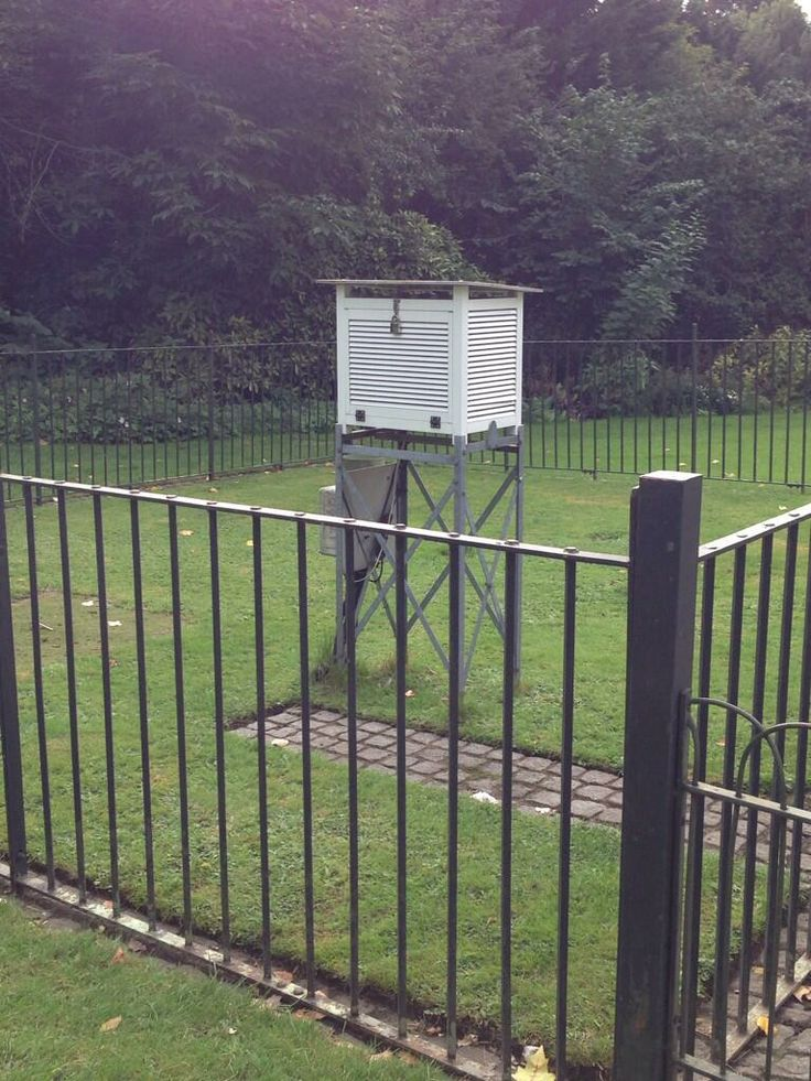 via @Metcheck Ltd Ltd: Just passed the Stevenson Screen in St James park.