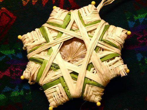 "New Possibilities - Use Raffia to Weave ""Yarn Stars"""