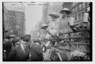 Women's Land Army (LOC) | por The Library of Congress. Between 1915 and 1920.