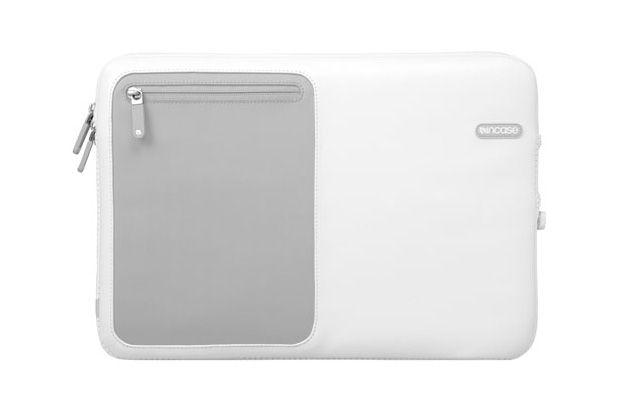 incase-macbook-pro-protective-sleeve-deluxe