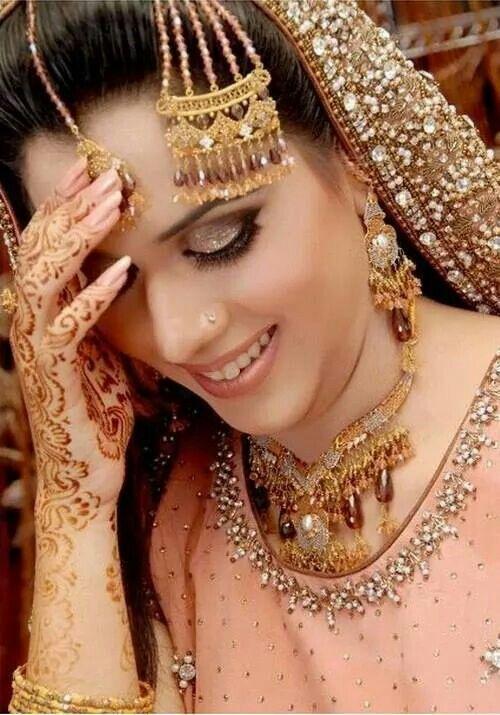 Henna, jewelry, beautiful India bride♡