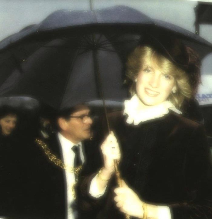 princess diana lady di essay The charity work of princess diana, the people's princess, is very well known the charity work that she has done has become her legacy and continues on.