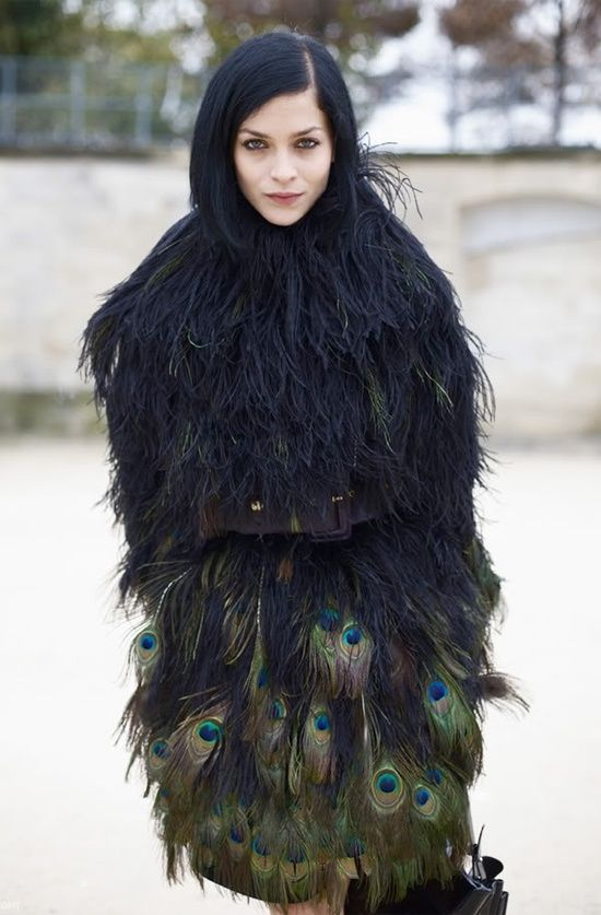 Peacock coat .. love the way her hair blends in. Design and creativity inspired by #birds