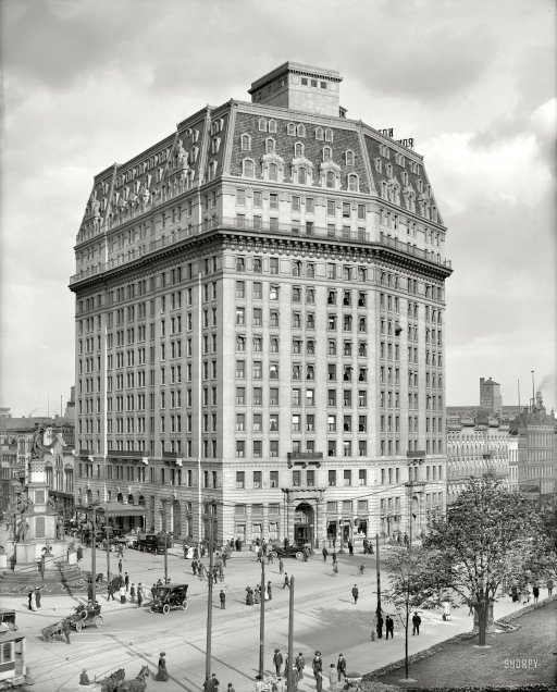 Detroit Michigan Circa Hotel Pontchartrain Solrs And Sailors Monument Along With The Flatiron Building In New York Pontch Was One Of