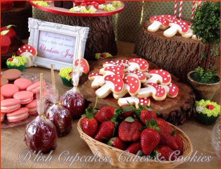 LITTLE RED RIDING HOOD BIRTHDAY PARTY/little-red-riding-hood-birthday-party-girls-party-dessert-table