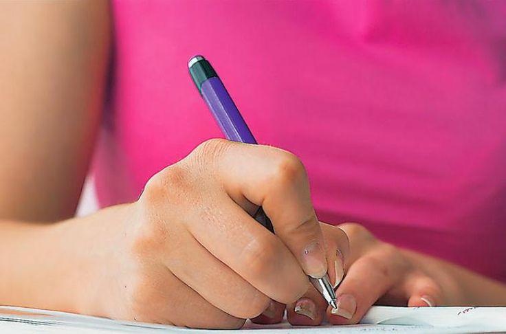 Πλήρες υλικό για την ορθογραφία σε Δημοτικό και Γυμνάσιο Στα παρακάτω links θα βρείτε αρκετές ιδέες ώστε η ορθογραφία να γίνει και αυτή μια παιχνιώδης και δημιουργική δραστηριότητα. ΑΡΘΡΑ Διαβάστε ένα άρθρο της Ε. Κανταρτζή και Μ. Αναγνωστοπούλου για τα ορ