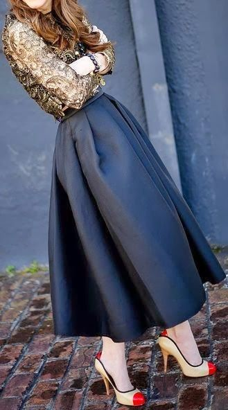 Maxi skirt with golden embroided shirt and cream high heel