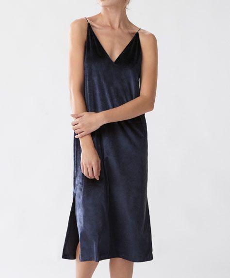Długa koszula nocna - Koszule Nocne - Modowe trendy AW 2016 dla kobiet na stronie Oysho: bielizna, odzież sportowa, motywy etniczne i cygańskie, buty, dodatki, akcesoria i stroje kąpielowe.