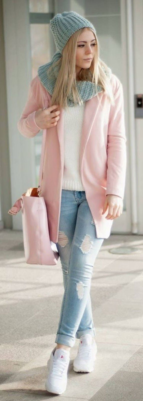Fall outfit | Pastel pink coat and handbag, grey scarf and beanie and sneakers
