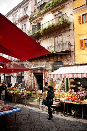 'Il Capo' market, historic quarter of 'Capo', Palermo, Sicily, Italy   Susan Wright