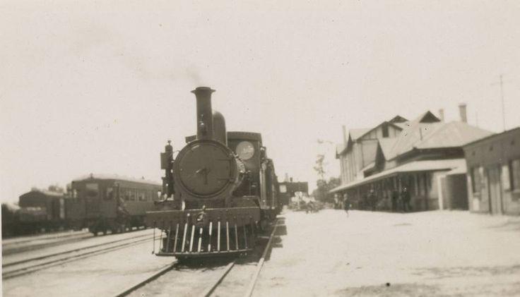 1925: A steam locomotive at Gladstone Railway Station.