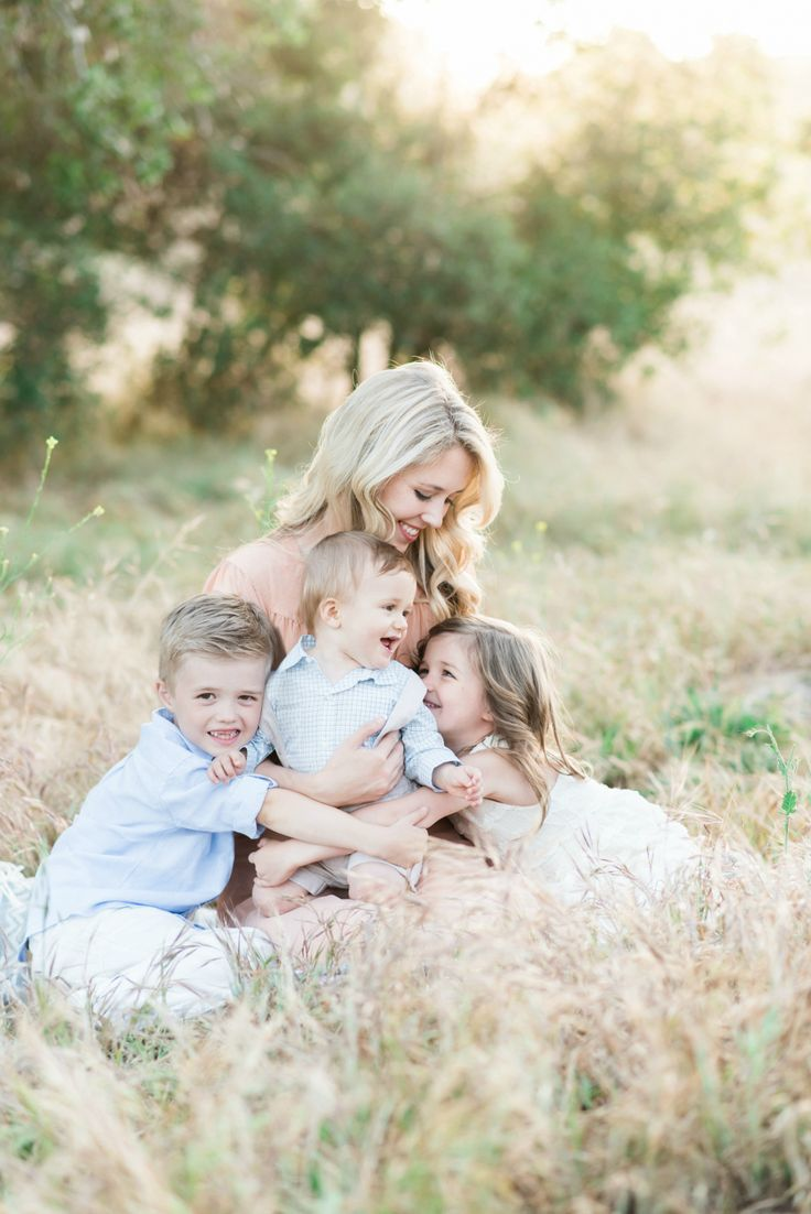 This location is one of my favorites in Orange County in the spring. The light and tones are such a stunning backdrop for family sessions at this time of year. Love this session so much of Ashley and her family in this gorgeous Orange County field....Jen Gagliardi is now booking…