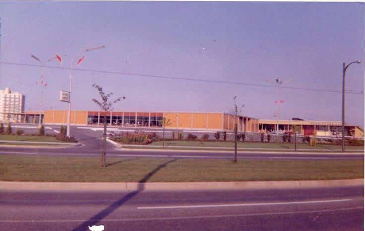 Oakridge Mall - November 1960