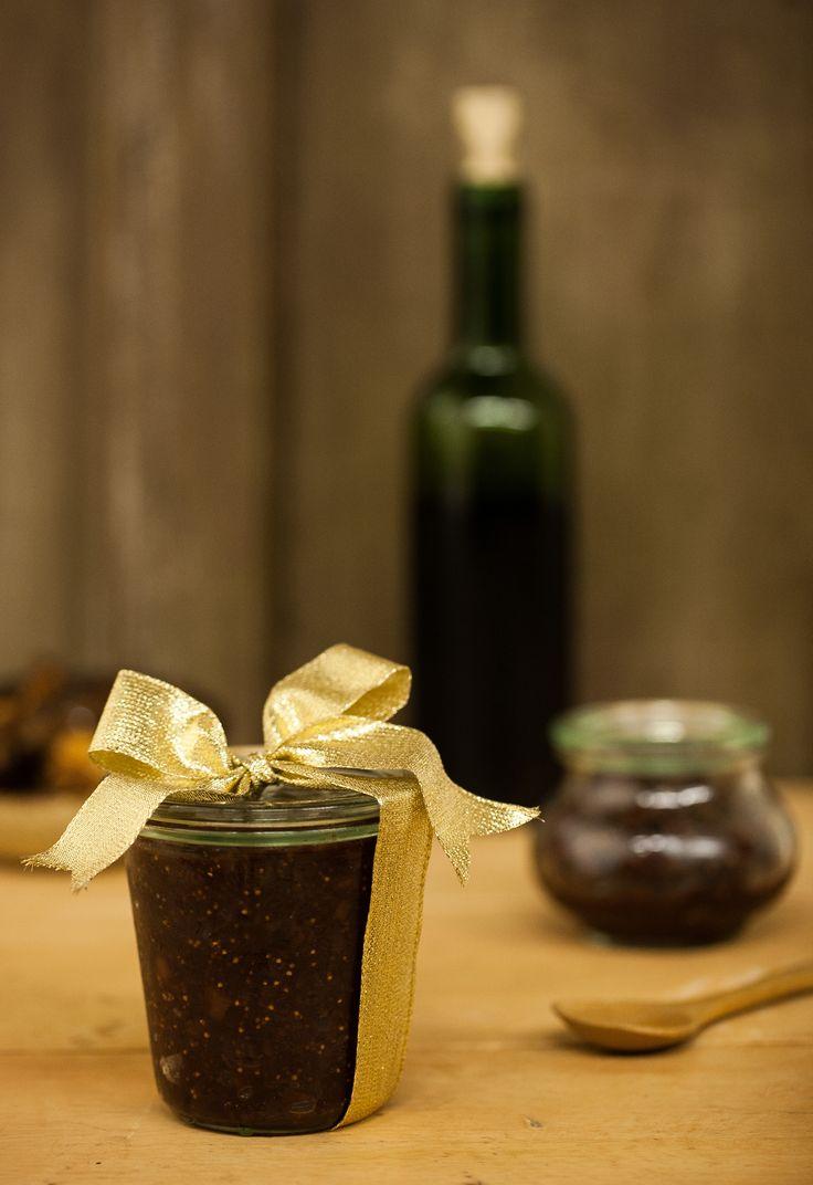 Geleia de figo e vinho tinto   #ReceitaPanelinha: Deliciosa para servir no café da manhã e chique para uma noite de queijo e vinho, essa geleia de sabor elegante é, além de tudo, super versátil.