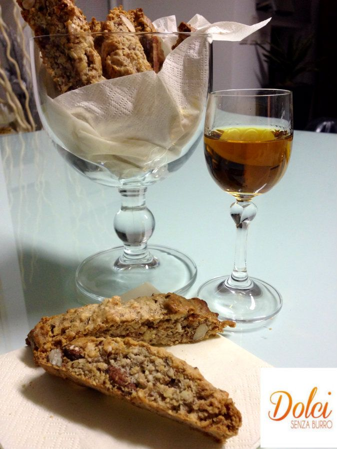 I Quaresimali sono dei biscotti senza burro della tradizione pasquale siciliana! Realizzati con ingredienti poveri: mandorle, cannella, zucchero e albumi!