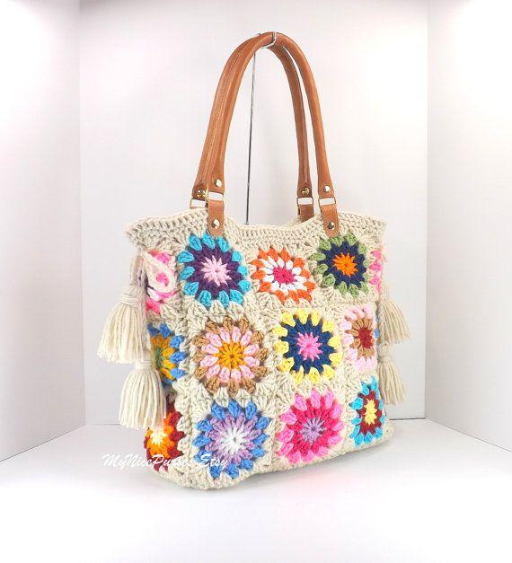 Uncinetto borsa della piazze nonna con nappine e manici in