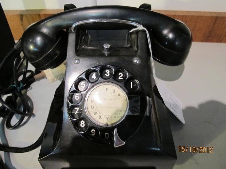 Classic 40s black bakelite telephone