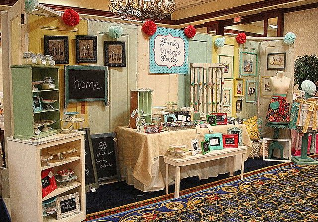 sweet space: Booths Display, Crafts Show Booths, Booths Idea, Queen Bees, Fall Crafts Fair, Display Idea, Crafts Booths, Pom Pom, Crafts Fair Display