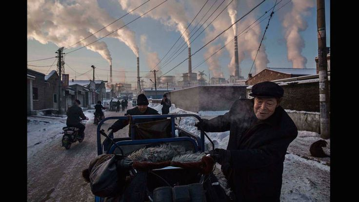Winnende World Press Photo is 'klassieke foto' van vluchtelingen | NOS