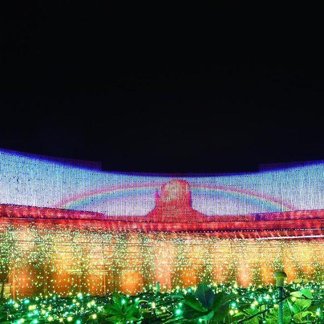 Instagram【yt.picture】さんの写真をピンしています。 《. 今年のなばなの里の イルミネーションシリーズ😍 . . . #三重 #なばなの里 #イルミネーション #夜景 #大地 #虹 . #大阪 #神戸 #風景 #ファインダー越しの私の世界 #写真好きな人と繋がりたい #一眼レフ #写真 #カメラ #ゴープロ #ゴープロのある生活 #東京カメラ部 . #Japan#picture#photooftheday #nightview》