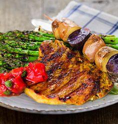 Heute wird gegrillt! Und zwar ein Schweinekotelett mit grünem Spargel und einer leckeren Tomatensalsa. Ein absolutes Fest für alle Fleisch-Fans! Rezept ansehen und nachmachen >  https://www.rewe.de/rezepte/gegrilltes_schweinekotelett_mit_gruenem_spargel_und_tomatensalsa/