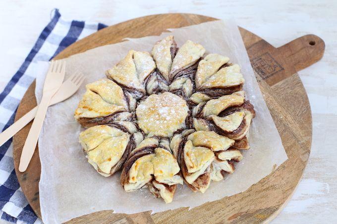 Wil je iets heel moois op tafel zetten en meteen indruk maken? Maak dan eens dit hele simpele nutella brood in de vorm van een ster.