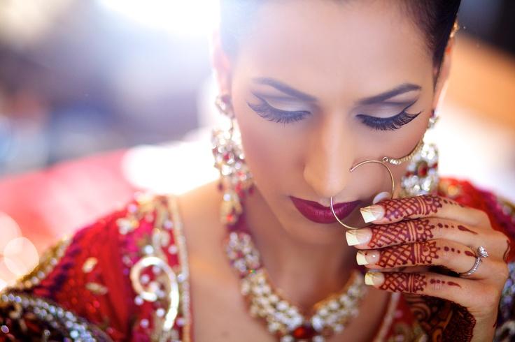 A brides morning wedding preparation! www.ovoma.com