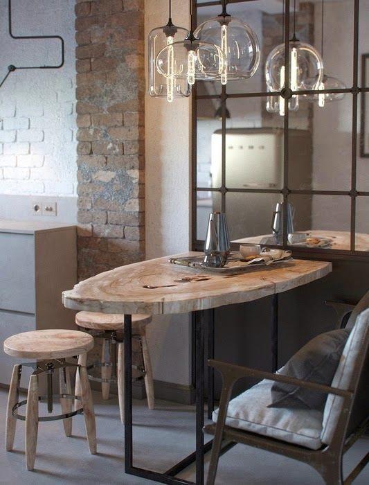 Обеденный стол на кухне в стиле лофт