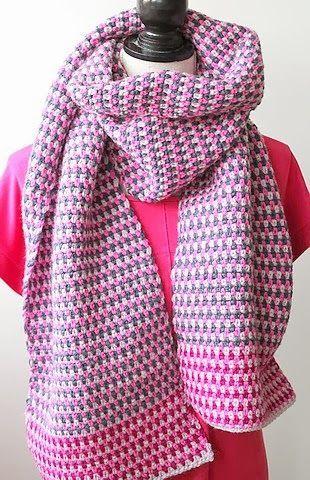 virka en halsduk som är lång. viras flera varv. lätt beskrivning, rutor och ränder.