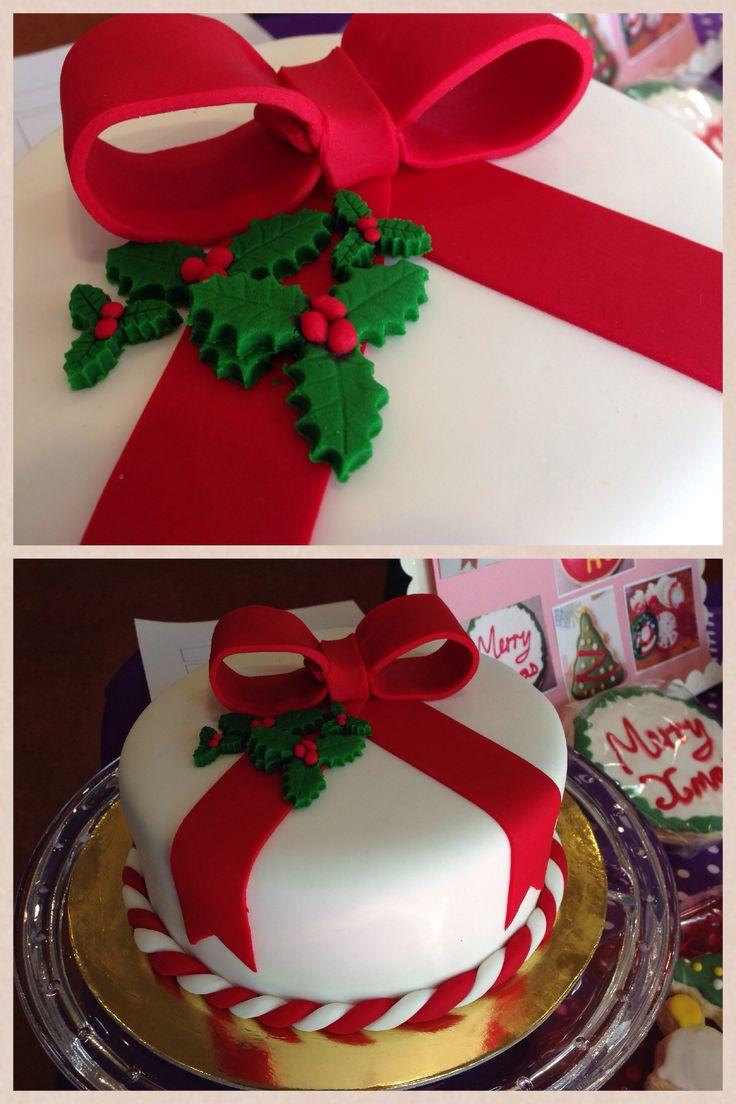 Classic Christmas cake design. Asweetlife_byrachel@hotmail.com