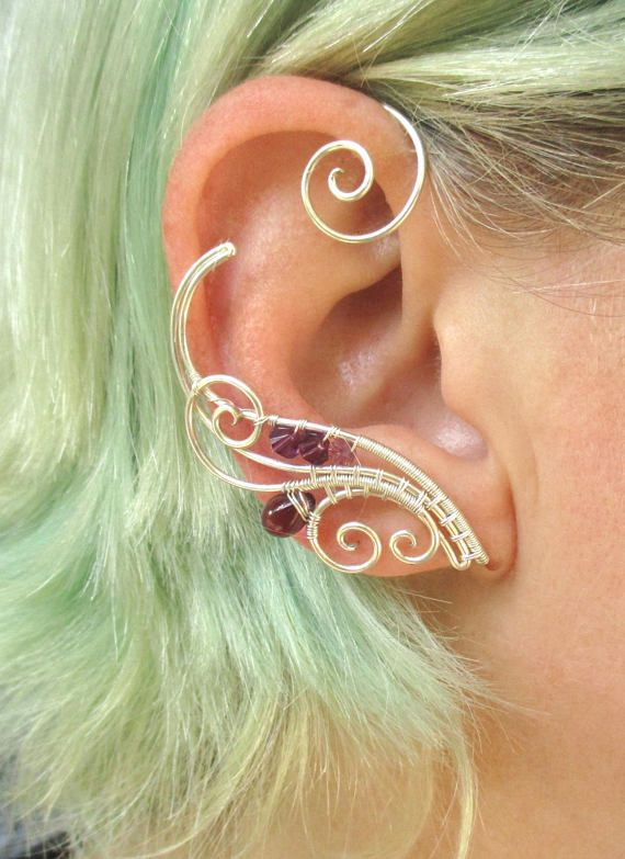 A pair of ear cuffs made of silverplated copper wire and cristal beads. These ear wraps are worn behing your ear like a Blue Tooth device and no piercing is needed. They are easy to adjust to the size of your ear more perfectly by just slowly pulling down (or squeezing) the lower part of the ear cuff, this pair is adjustable for ear sized 2.1 - 2.7 inches (5.3 - 6.6 cm) . For ear cuff of smaler or bigger size convo me, Ill be happy to make a pair specially for you. the ear cuffs come in a…