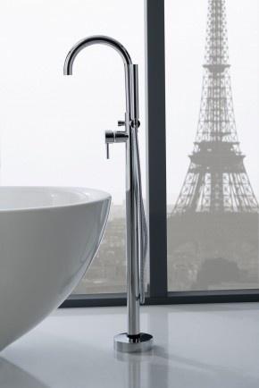 Vrijstaande badkraan met prachtige ronding. De prachtige ronding van deze vrijstaande badkraan M.E, van Graff geeft de kraan een bepaalde sierlijkheid mee. Een vrijstaande badkraan laat de badkamer er vaak luxer uitzien. Graff