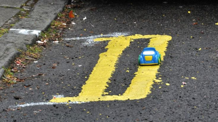 A selection of short double yellow lines photographed by BBC News website…
