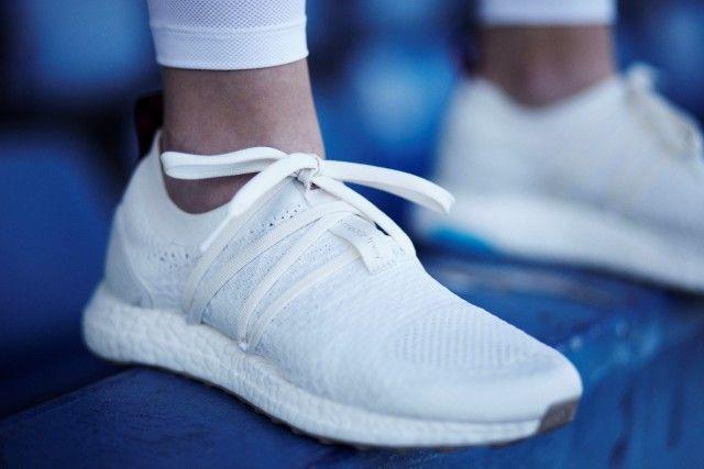 Si chiamano Parley UltraBOOST X e sono le nuove sneakers di Stella McCartney realizzate in collaborazione con Adidas e Parley for The Oceans, l'organizzazione che trasforma in filato ad alte prestazioni i rifiuti plastici che inquinano gli oceani.