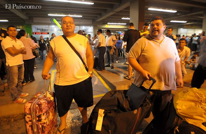 Luchadores de sumo llegan a #CaliMundial para los Juegos Mundiales. Imágenes: http://www.elpais.com.co/elpais/juegos-mundiales-world-games-cali/fotos/pesados-juegos-mundiales-ya-estan-cali