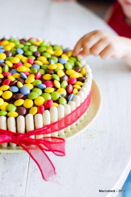 Gâteau d'anniversaire aux bonbons chocolatés, by Marcia