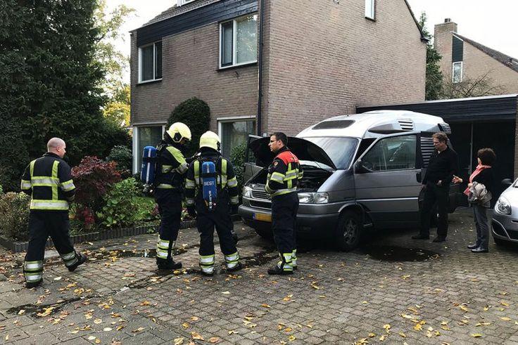 Camper vat vlam op oprit van woning in Best - autobrand, Best, camper - http://wp.me/p8nLn8-bvn