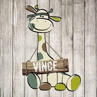 Een stoer geboortekaartje voor een jongen. Op het kaartje staat een giraffe op een houten achtergrond.