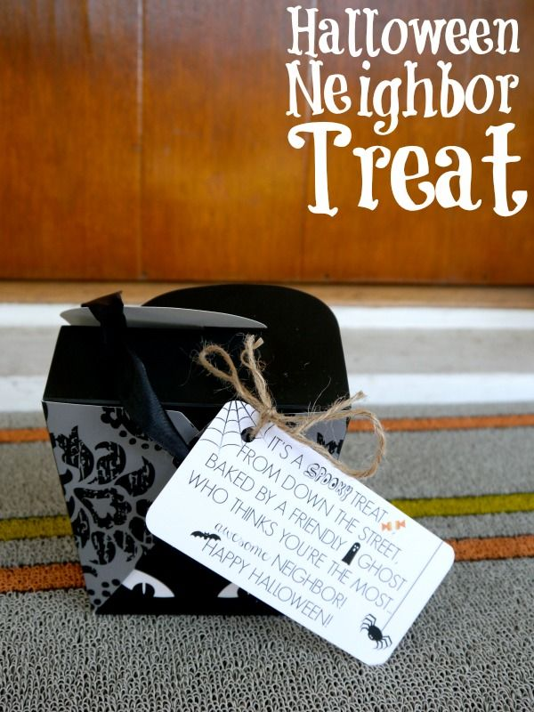 """Free printable cute, neighbor gift! Love the tag """"A spooky treat from down the street!"""""""