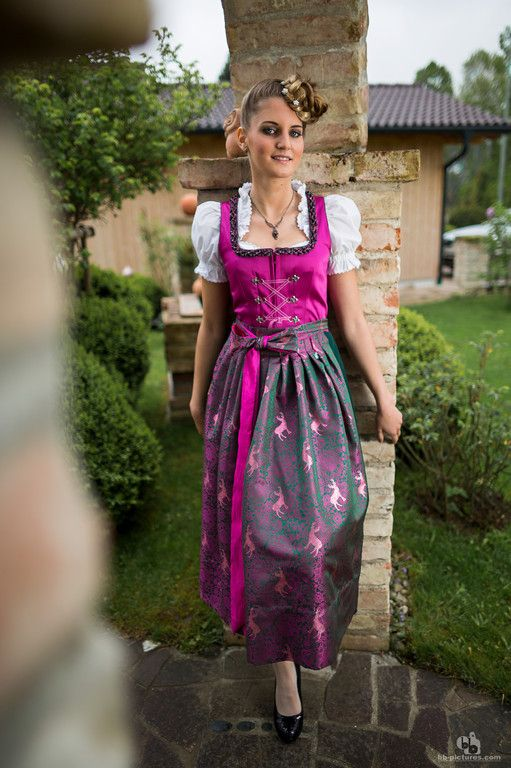 Mit diesem Dirndl kann man sich auf jeder Hochzeit (zumindest hier in Bayern) als Gast sehen lassen :)