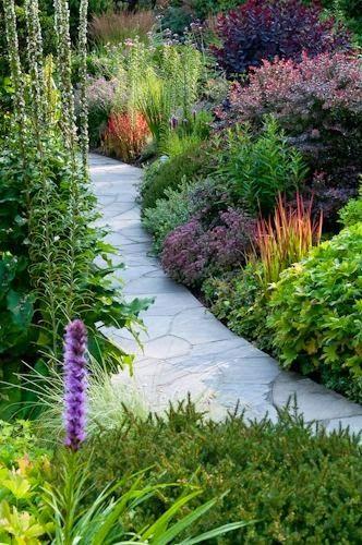 Michelle - Blog #Home #Tour - The #Perfect #Country #House That Does Not Exist Fonte : http://jardinyterrazas.blogspot.com/2013/02/diseno-de-caminos-para-el-jardin-garden.html