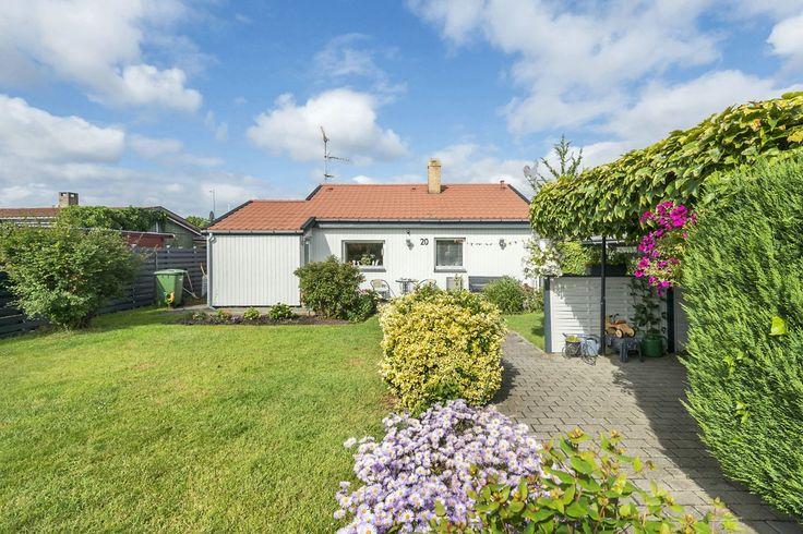 Villa til salg, København S - Området:  Huset er beliggende i den velfungerende haveforening Elmebo, hvor helårsgodkendelsen, realkreditbelåning, fjernvarme m.