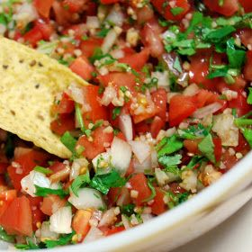 4 to 5 medium tomatoes 1 medium onion 1 medium green pepper as much garlic as you want =) 1/2 cup fresh cilantro 2 jalapeno peppers (red pepper powder works too) 1/2 tsp salt sprinkle with lemon juice Chop it all up and mix it together.