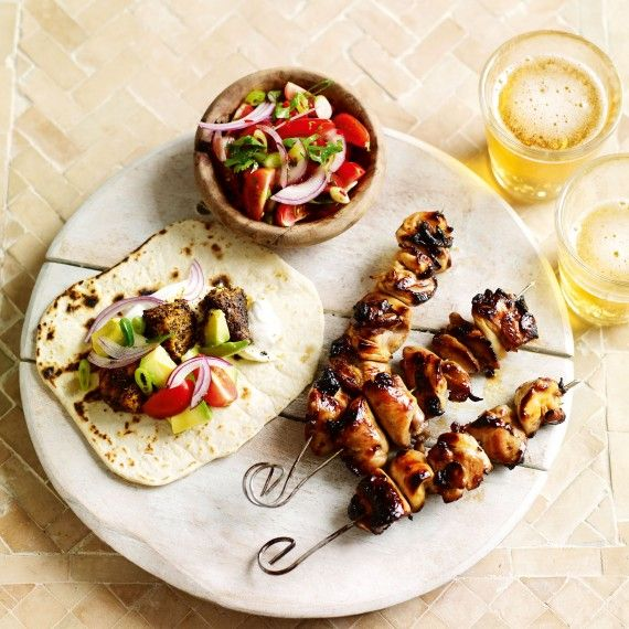Spicy grilled chicken skewers. This easy to make barbecue favourite is ready in no time at all. #chicken #chickenskewers #grilledchicken
