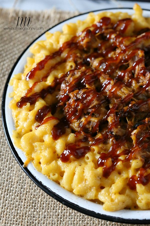Pulled Pork Mac and Cheese {Piggy Mac}!  I would so love to dive into a bowl of this!